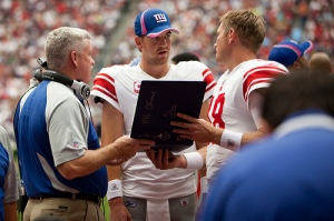 Eli Manning discussing alignments
